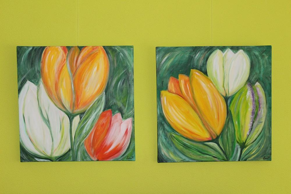 tulpenschilderijen aan de muur